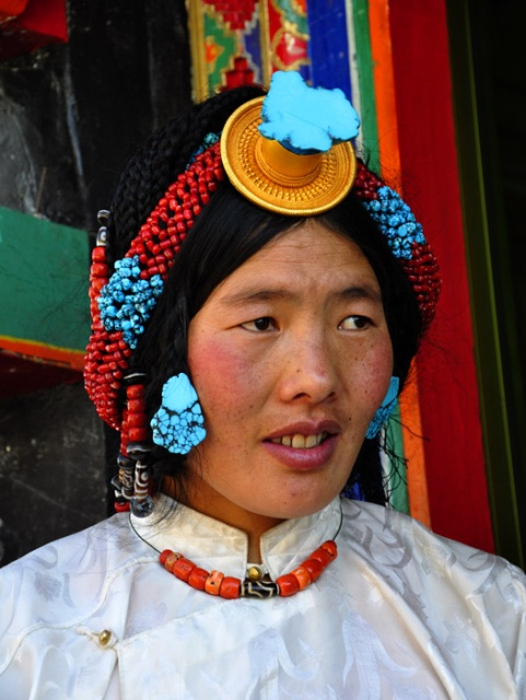 Tibet, woman with turquiose jewellry