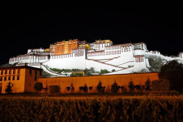 Tibet, Potala Palace at night