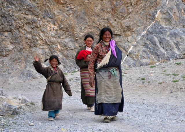 Tibetan girls at Nam-tso Lake