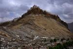 Tibet - The imposing Gyantse Dzong (fortress) from the Gyantse Kumbum