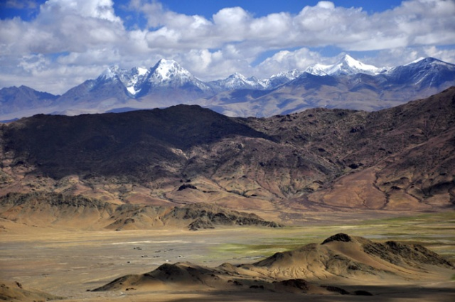 Tibet - scenery near Saga and the Yarlung Tsangpo River